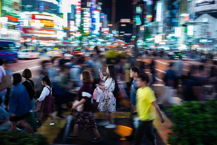 In Tokio wonen miljoenen mensen op een kluitje. 'Vreedzaam, het kan!', schrijft Tobias Reynaers. De hoeveelheid telt niet volgens hem, maar wel wie die hoeveelheid vormen.