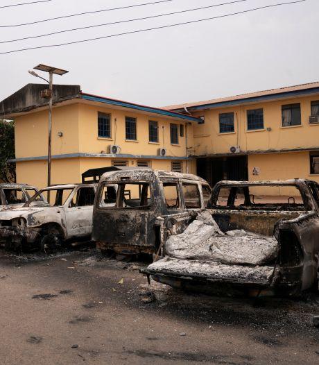Meer dan 500 gevangenen ontsnappen na gewapende bestorming gevangenis Nigeria