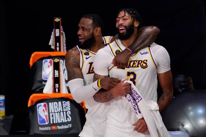 LeBron James and Anthony Davis wonnen vorig seizoen de NBA-finals met LA Lakers.