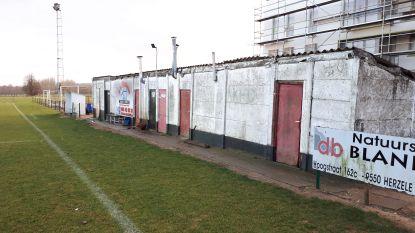 Nieuwe kleedruimtes en sanitair op voetbalveld in de Tramzate