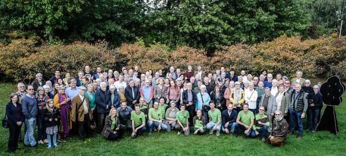 Boseigenaars kwamen samen om de fusie te vieren.