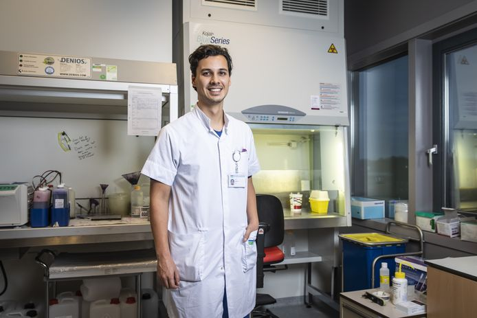 Daan Mohede , arts in opleiding in het Dijklander Ziekenhuis in Hoorn, is gepromoveerd op de ziekte van Peyronie waarbij er een kromming in de penis ontstaat.