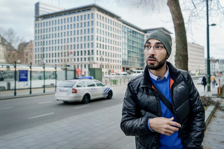 'Ik ben nog altijd in verdenking gesteld voor de aanslagen van 22/3', zegt Fayçal Cheffou. 'De politie is al meerdere keren mijn appartement binnengestormd. Met getrokken wapens, net als toen.' Beeld Eric de Mildt