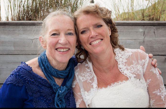 Sandra Heldens op trouwdag van dochter Sigrid in 2018