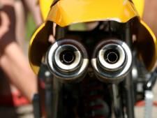 Man (32) maakt wheelie met crossmotor en lapt verkeersregels aan zijn laars in Tilburg