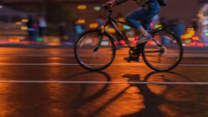 Politierechter mild voor dronken student die met fiets tegen auto reed en ter plaatse in slaap viel