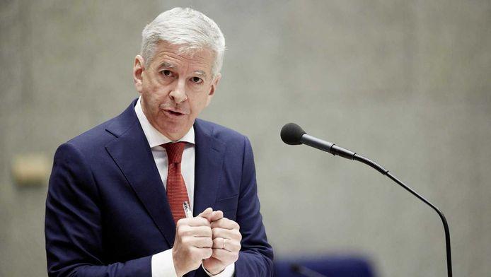 Minister Plasterk: We gaan bekijken of Alliander de wet overtreedt