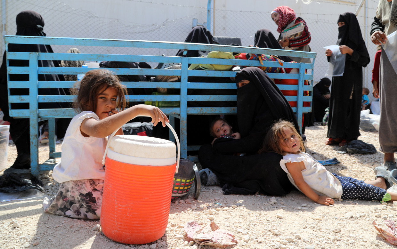 Kinderen in het Koerdische kamp Al-Hol in Syrië. Beeld EPA