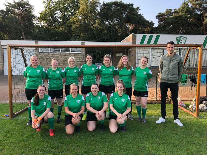 Na 25 jaar heeft voetbalclub Neerkandia weer een vrouwenelftal.