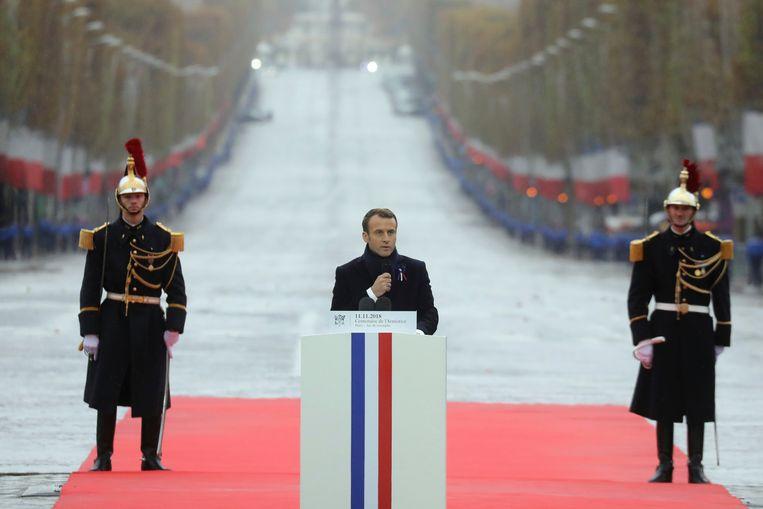 Macron houdt een speech. Beeld AP