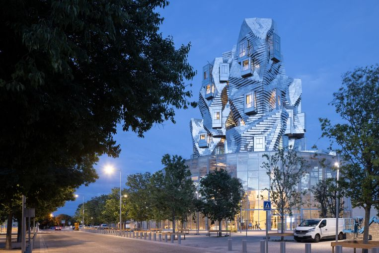 La Tour, de blikvanger van de Luma Foundation in Arles. Het museum is ontworpen door Frank Gehry.  Beeld Iwan Baan