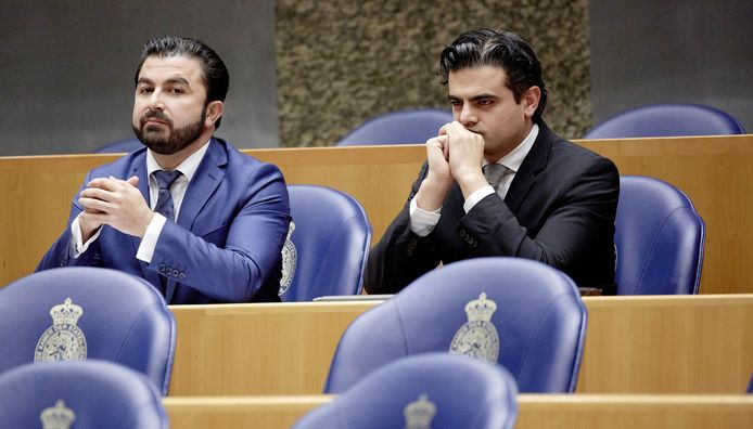 Öztürk (links) en Kuzu in de Tweede Kamer