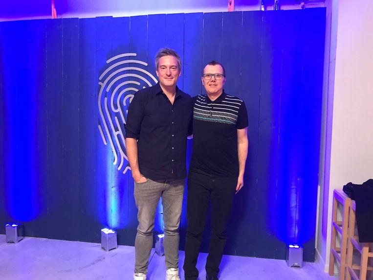 Presentator Gilles De Coster met mollenvanger Marc Denys. Beeld RV