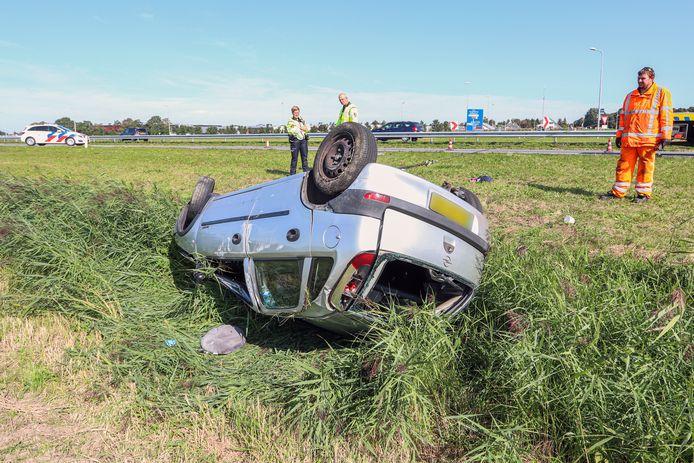 De automobiliste sloeg meerdere keren over de kop.