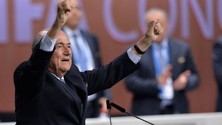 Sepp Blatter viert zijn herverkiezing als FIFA-voorzitter. Beeld PHOTO_NEWS