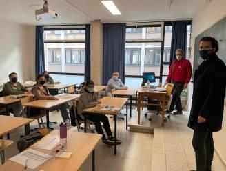 Jonge nieuwkomers oefenen Nederlands tijdens paasvakantie tijdens ABC aan zee
