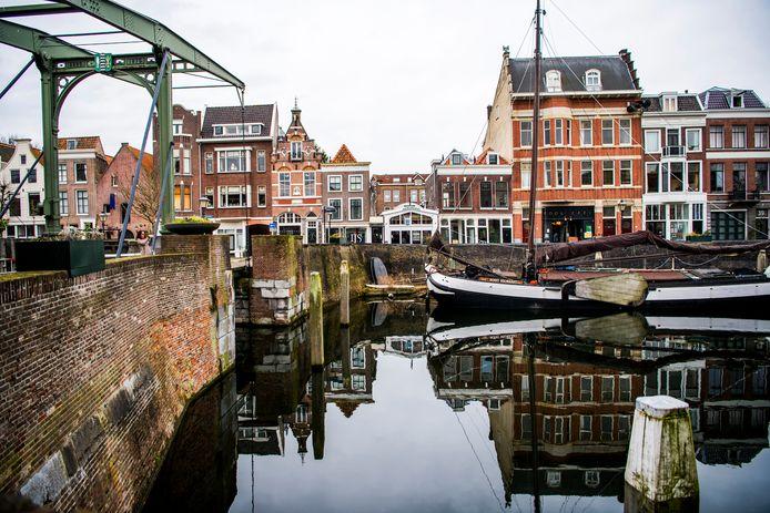 Het pittoreske Delfshaven trekt toeristen, maar er zijn verbeteringen mogelijk, vindt de gemeente.