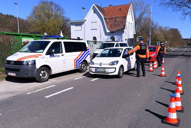 De politie controleert strengt en deelt boetes uit.