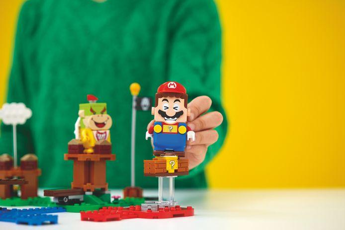De kern van de Lego Super Mario-ervaring is een plastic Mario-figuur die kleuren en streepjescodes registreert en via Bluetooth de connectie maakt met je smartphone of tablet.