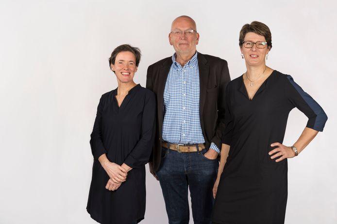 Van links naar rechts Marielle Giesbertz, Piet Wijman en Ingrid Hartlief van D66 Veldhoven.