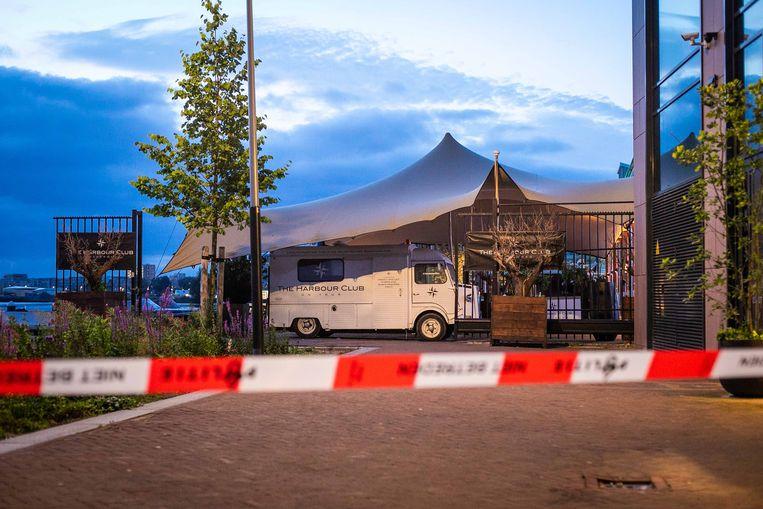 Bij The Harbour Club aan de Cruquiusweg heeft maandagnacht een (kleine) explosie plaatsgevonden. Beeld Hollandse Hoogte