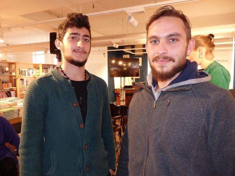 De vluchtelingen: muzikant Nawras Al Taki (l) en administrateur Zinoun Abou Saleh. Vinden ze deze brainstorm niet best heel erg raar? Vriendelijk: 'A little bit' Beeld Schuim
