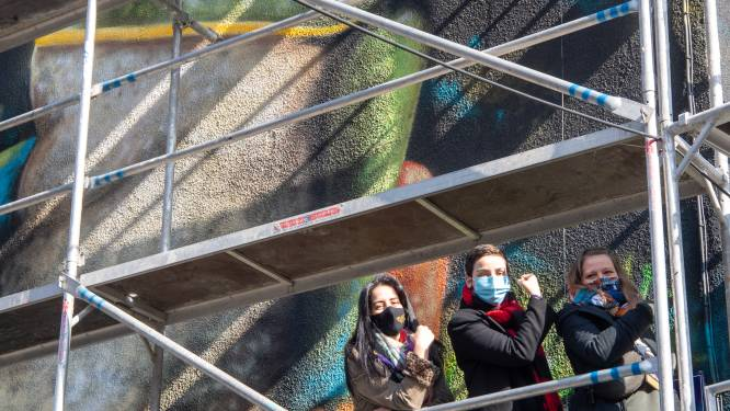 32ste muurschildering stad Brussel van kunstenares Zouwi