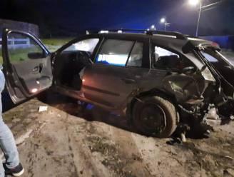 Chauffeur crasht op Middelweg nadat hij eerder op de avond zijn rijbewijs moest inleveren na positieve ademtest