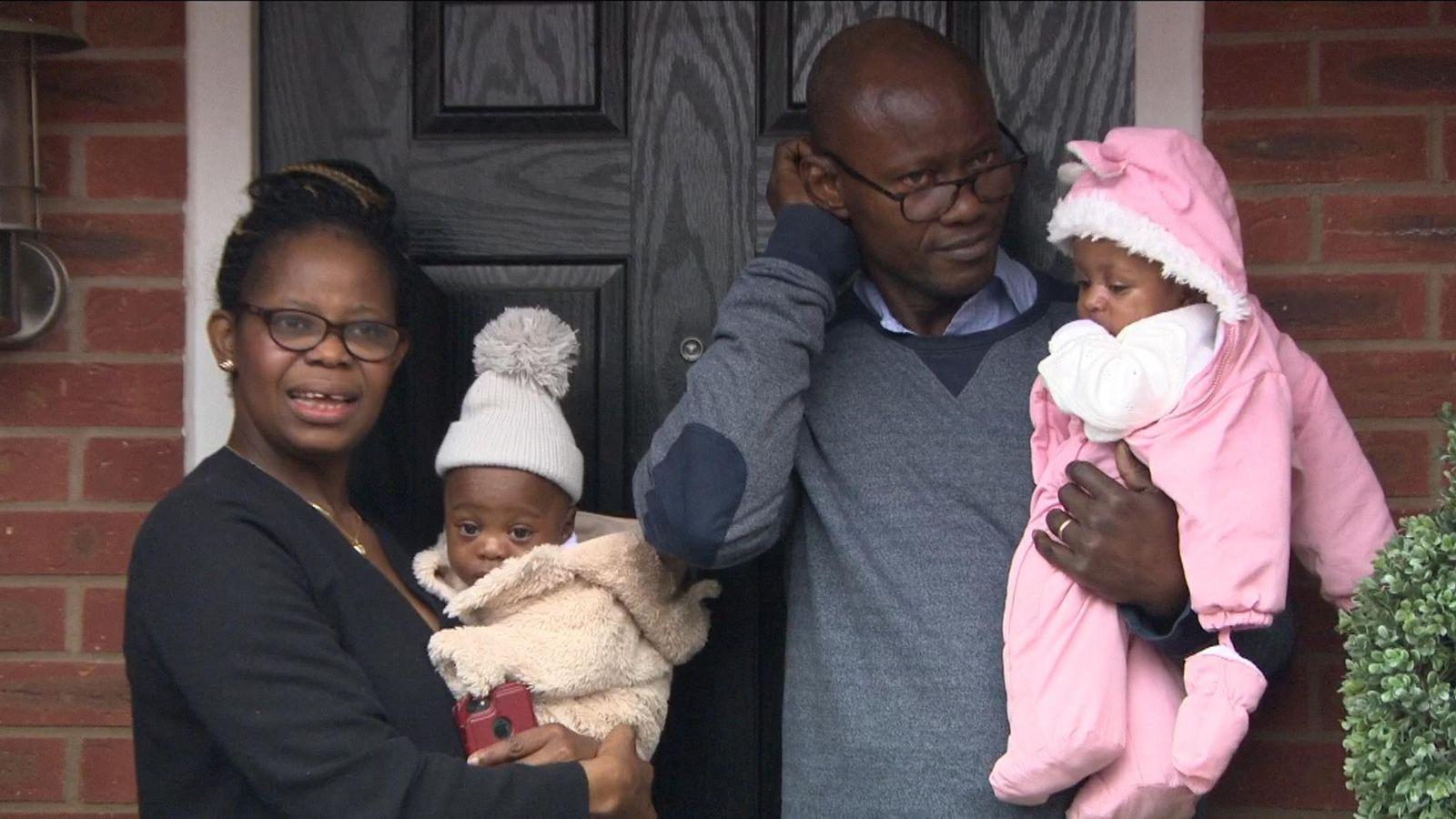 Mama Perpetual en papa Matthew met de tweeling.