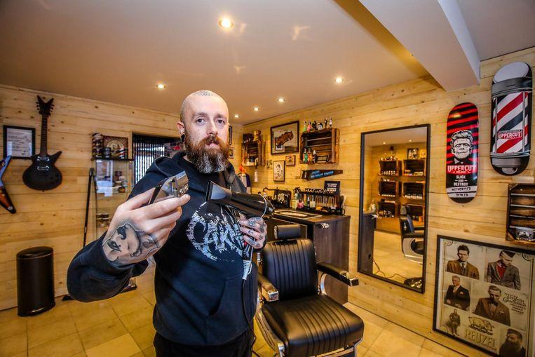 Geoffrey Godderis in zijn nieuwe barbierszaak.