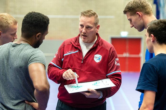 Coach Fred Michielsen van DFS Arnhem.