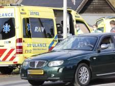 Fietser zwaargewond bij botsing met auto in Halsteren