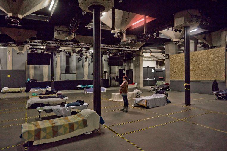 In de monumentale Maaasilo aan de Rotterdamse Maashaven is een noodopvang voor daklozen gedurende de vriesperiode. Het overgrote deel van de slapers is man, een klein groepje van hen is vrouw. Beeld Otto Snoek