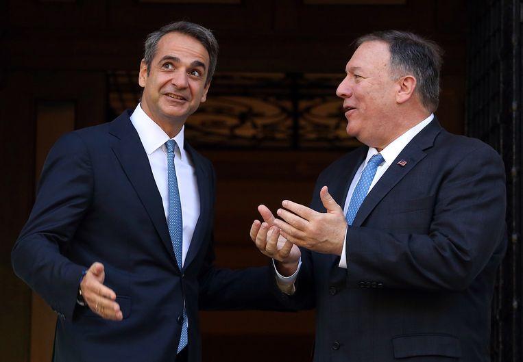 Mike Pompeo (rechts) had vandaag een ontmoeting met de premier van Griekenland, Kyriakos Mitsotakis. Beeld EPA