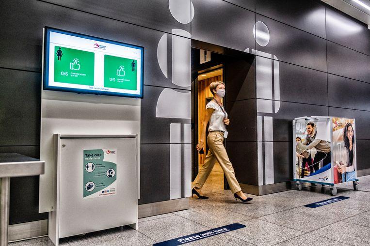 Aan de toiletten tellen sensoren hoeveel mensen er naar binnen en buiten gaan.  Beeld Tim Dirven