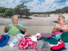 Diny en Sjaan breien sjaals voor Gambia: '20 graden is bitterkoud voor een Afrikaan'