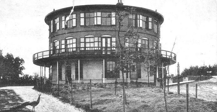 Over het Ronde Huis dat ooit in de bossen bij Nunspeet stond gaan allerlei mysterieuze verhalen.