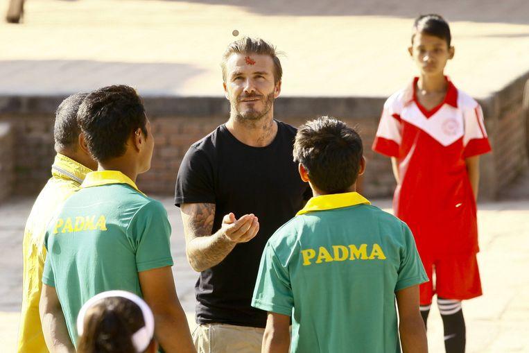 (David Beckham tijdens een acte de présence voor Unicef in Bhaktapur in Nepal. Beeld BELGAIMAGE
