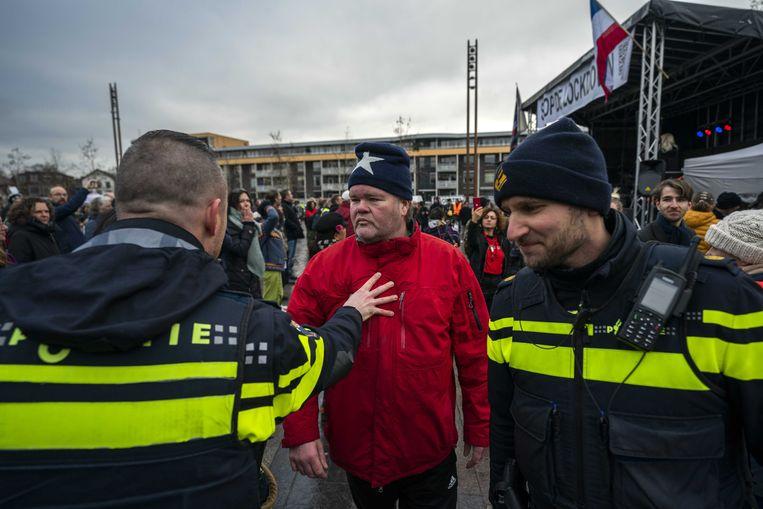 Actievoerders demonstreren op de Markt in Hilversum tegen de coronamaatregelen. Beeld Jeroen Jumelet / ANP