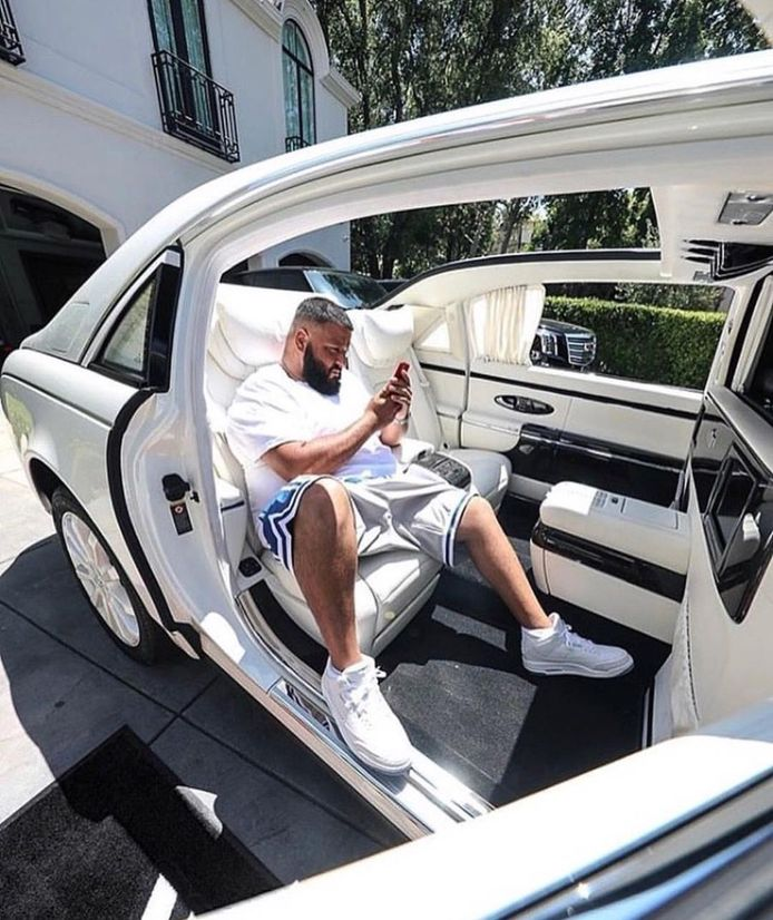 DJ Khaled in zijn Maybach 62S Landaulet/