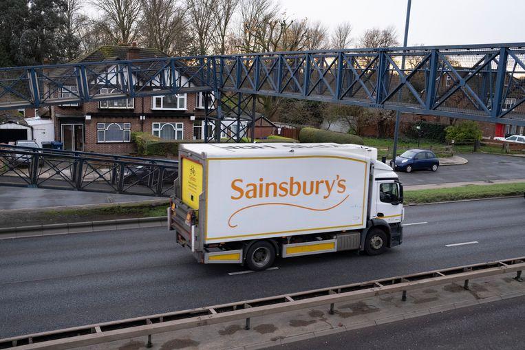 Een vrachtwagen van de supermarktketen Sainsbury's. Beeld In Pictures via Getty Images