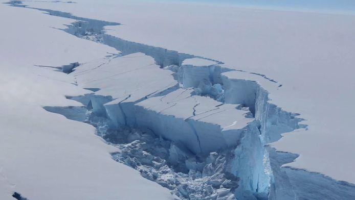 Une vaste zone volcanique a été découverte en Antarctique à 2 kilomètres de profondeur.(illustration)