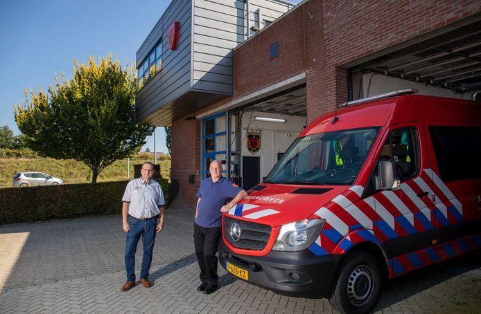 Brandweerlieden Wilbert Kusters (links) en André Hazeleger bij de brandweerkazerne Stadspoort.