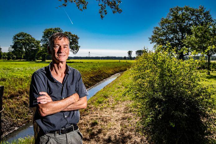 Tom Hutter met een skyline van het buitengebied van Olst zonder windmolens, en wat hem betreft blijft dat zo.