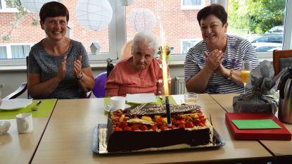 """Alice Evenepoel viert 100ste verjaardag: """"Positieve vrouw die nooit klaagt en jarenlang voor invalide broer zorgde"""""""