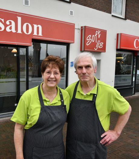Na ruim 80 jaar stopt cafetaria Van Olffen uit Weerselo: 'Er komt een eind aan ons levenswerk'