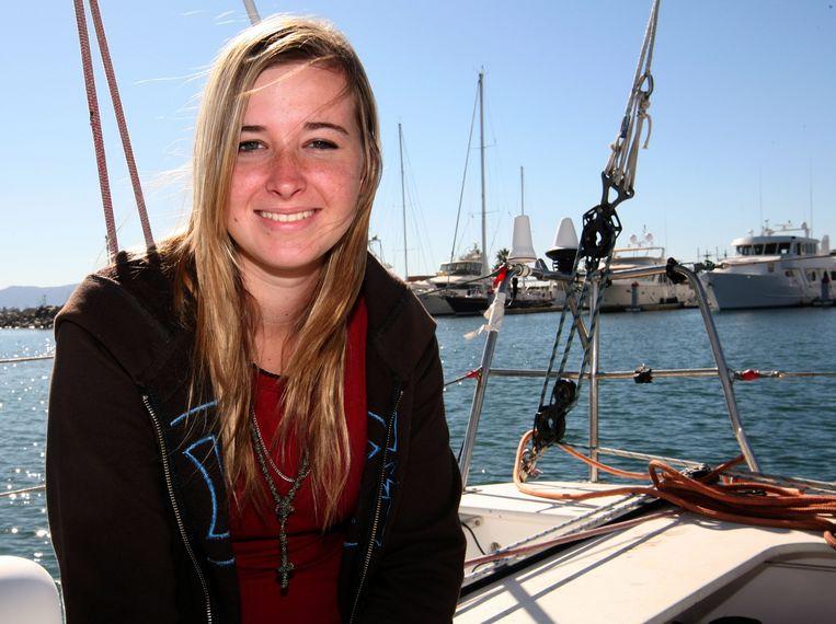 Abby Sunderland op een archieffoto uit 2010, toen ze als 16-jarige probeerde om als jongste tiener ooit solo de wereld rond te zeilen.