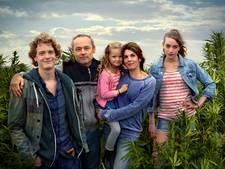 Politie doet inval op nepwietplantage Hollands Hoop