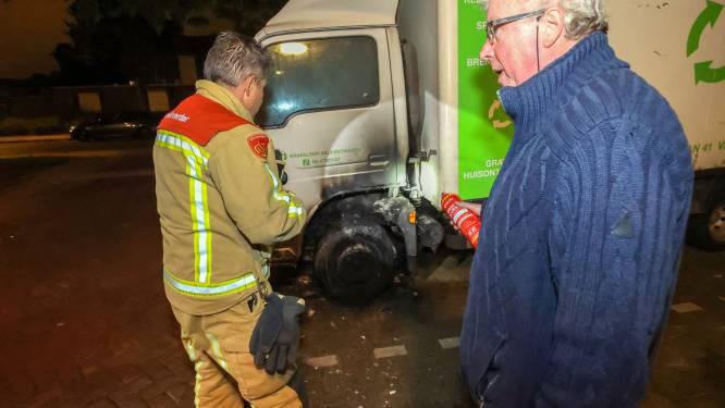 Voorbijganger blust vrachtwagenbrand in Eindhoven