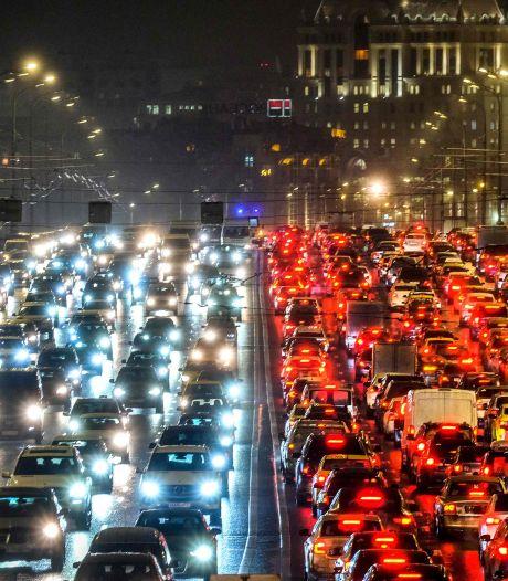 'Nieuwe auto's verbruiken nog altijd veel meer brandstof dan aangegeven'